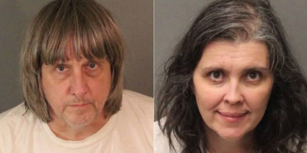 Arrestan a pareja por secuestrar y torturar a sus 13 hijos
