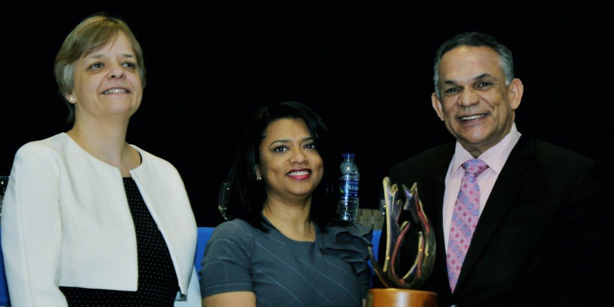 Hospital Pediátrico Dr. Hugo Mendoza obtiene Gran Premio Nacional a la Calidad