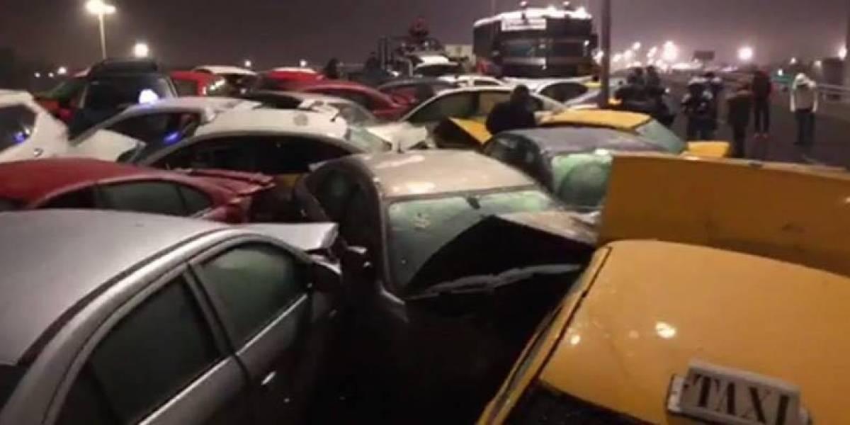 Pavimento congelado provoca megacarambola de 40 autos en Saltillo