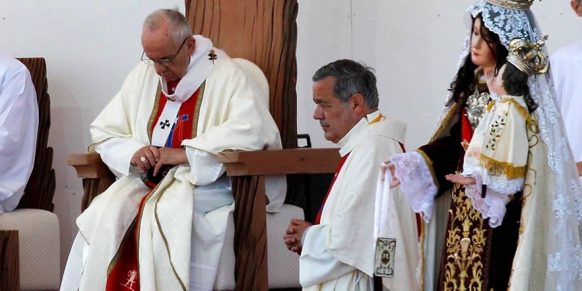 """Papa Francisco respaldó a obispo Barros: """"No hay una sola prueba en su contra, todo es calumnia"""""""