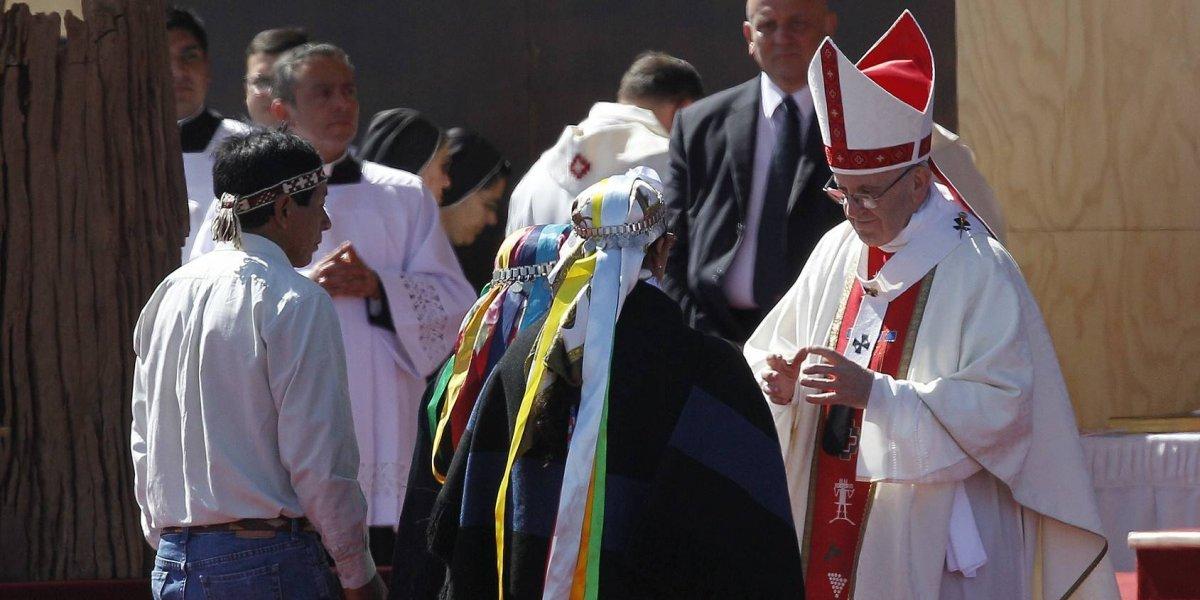 Francisco hace llamado contra la violencia en el sur de Chile
