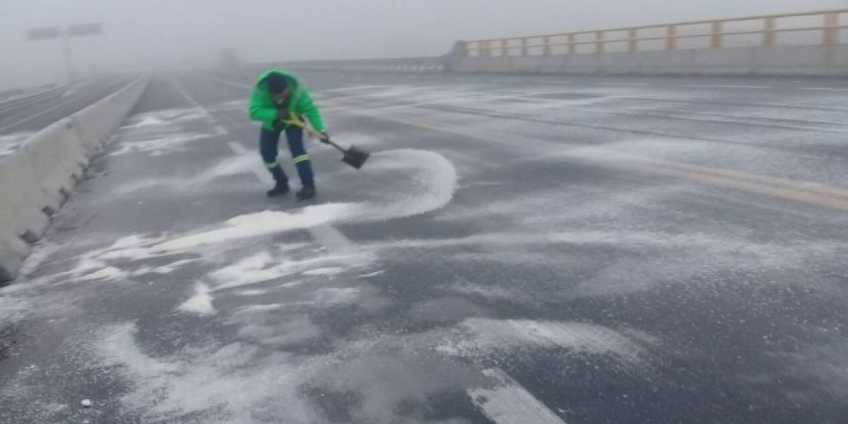 Reabren la autopista Saltillo-Monterrey cerrada por niebla y hielo