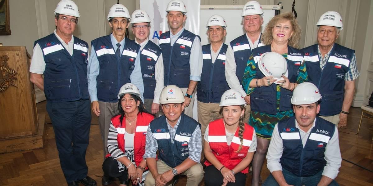 A un año de los incendios forestales: Alcaldes obtuvieron la primera certificación en Gestión del Riesgo Local
