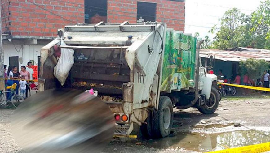 Versiones encontradas sobre muerte de un niño que quedó bajo un camión de basura