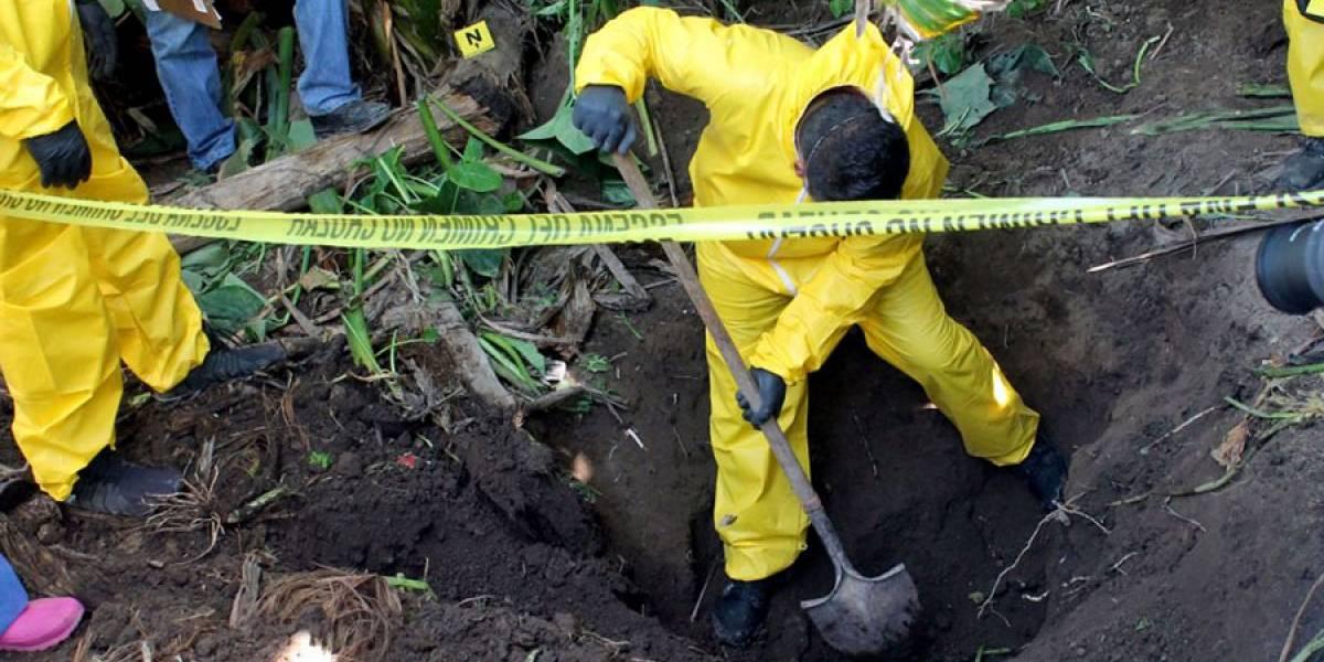 Hallan 33 cuerpos en fosas clandestinas en México