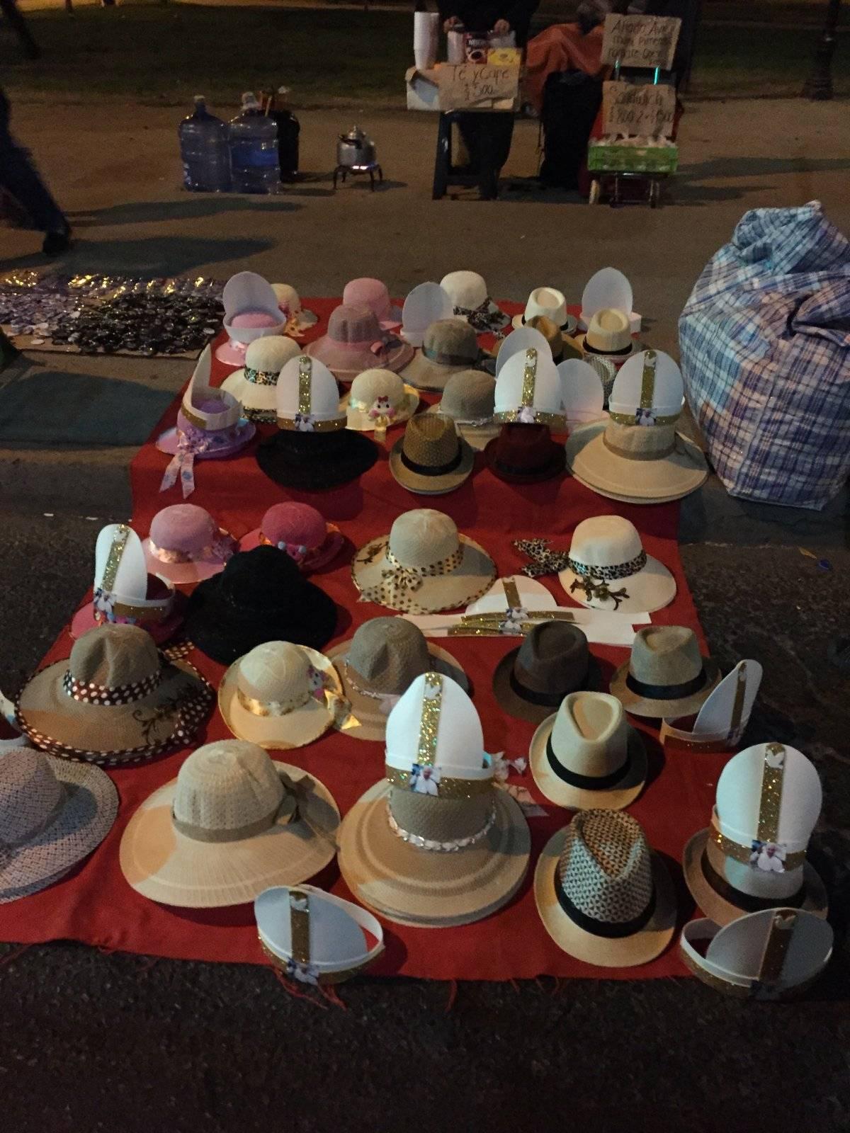 1- Sombreros y mitras papales
