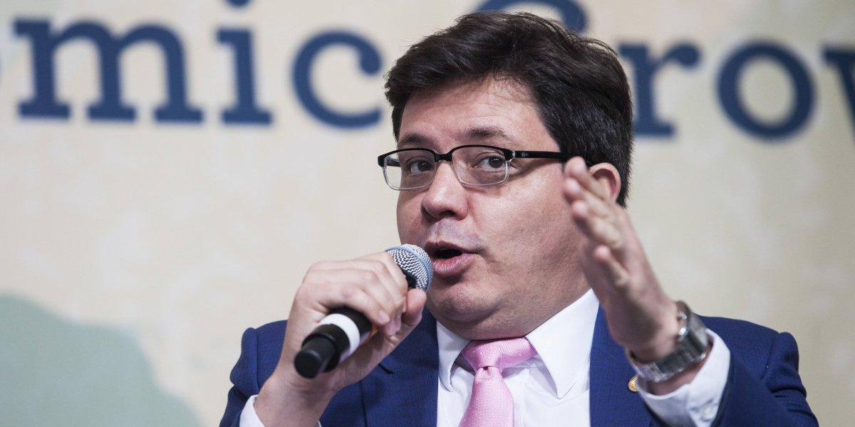 Ministro de Finanzas asegura que está listo para irse si Morales cree que es mejor un relevo
