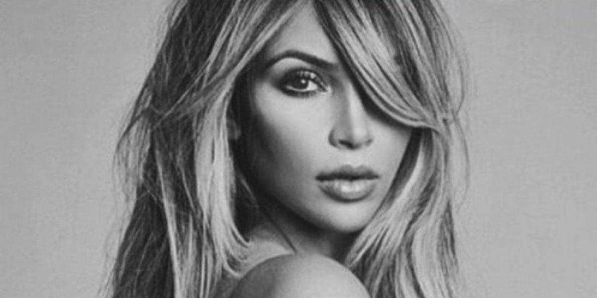 "Kim Kardashian celebra con sensual foto que es ""madre de tres"""
