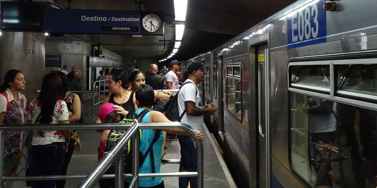 Após cachorro entrar nos trilhos, trens da Linha 1-Azul circulam com velocidade reduzida