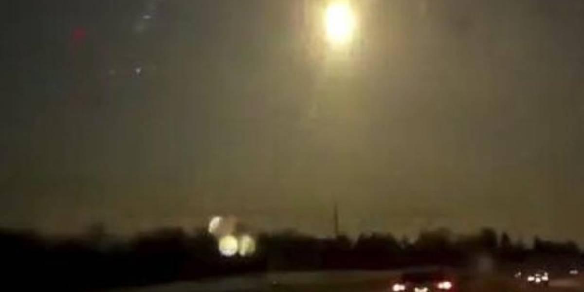 Bola de fuego hace explosión en pleno cielo de Detroit, genera temblor en la ciudad y los videos se viralizan en redes sociales