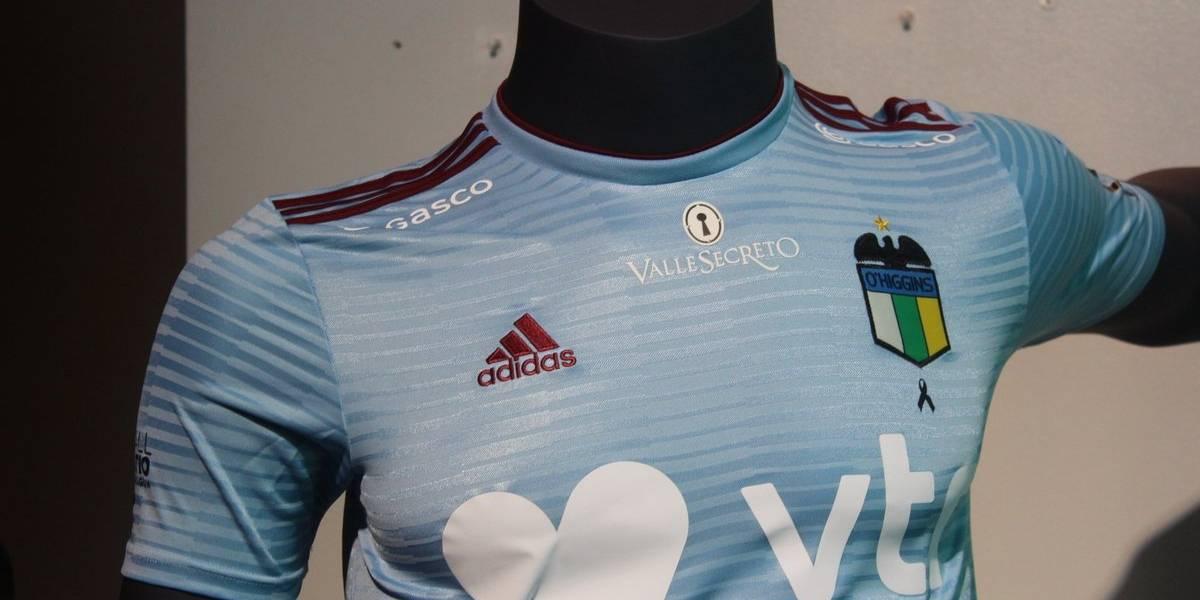 A la europea: O'Higgins presentó su nueva camiseta de la marca alemana