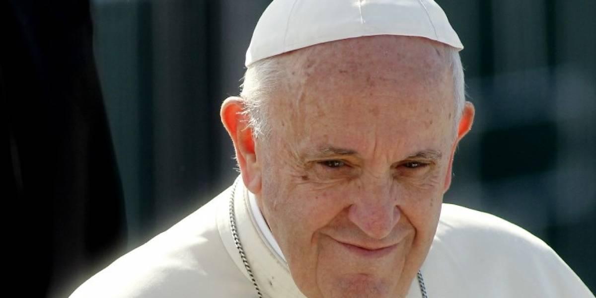 VIDEO. El gran gesto del papa Francisco con un jinete que se cayó a su paso