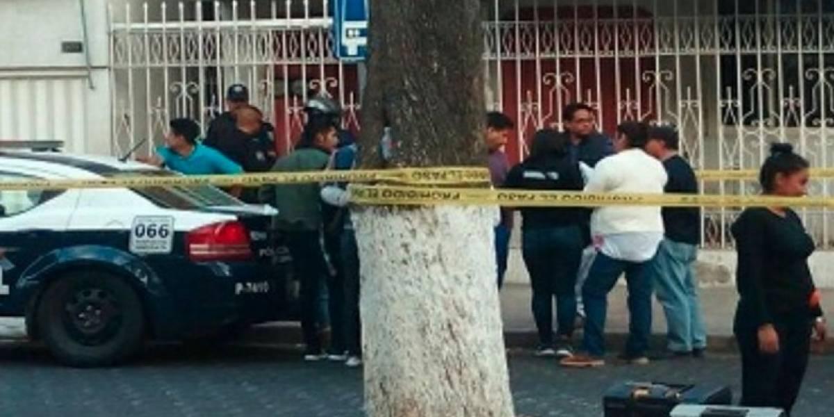 Apuñalan en el vientre a embarazada y la matan a tiros en Puebla