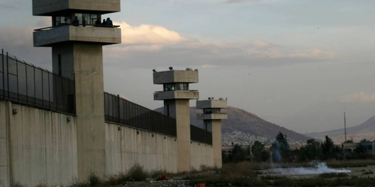 Riña en penal de Neza-Bordo deja tres heridos