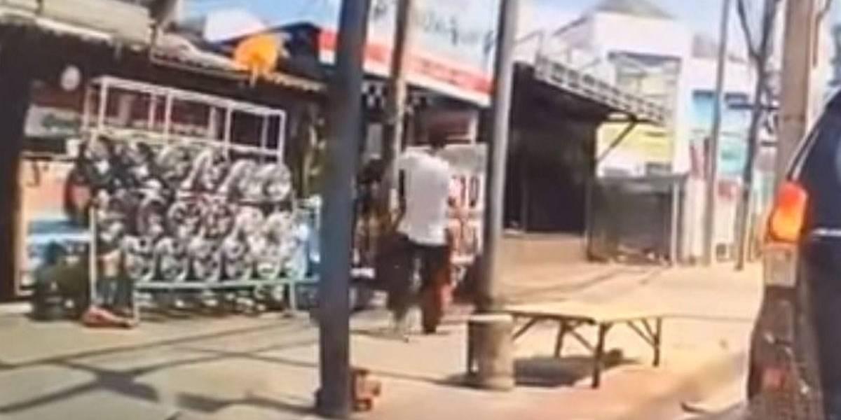 Tailândia: homem agride criança e sai caminhando; assista ao vídeo