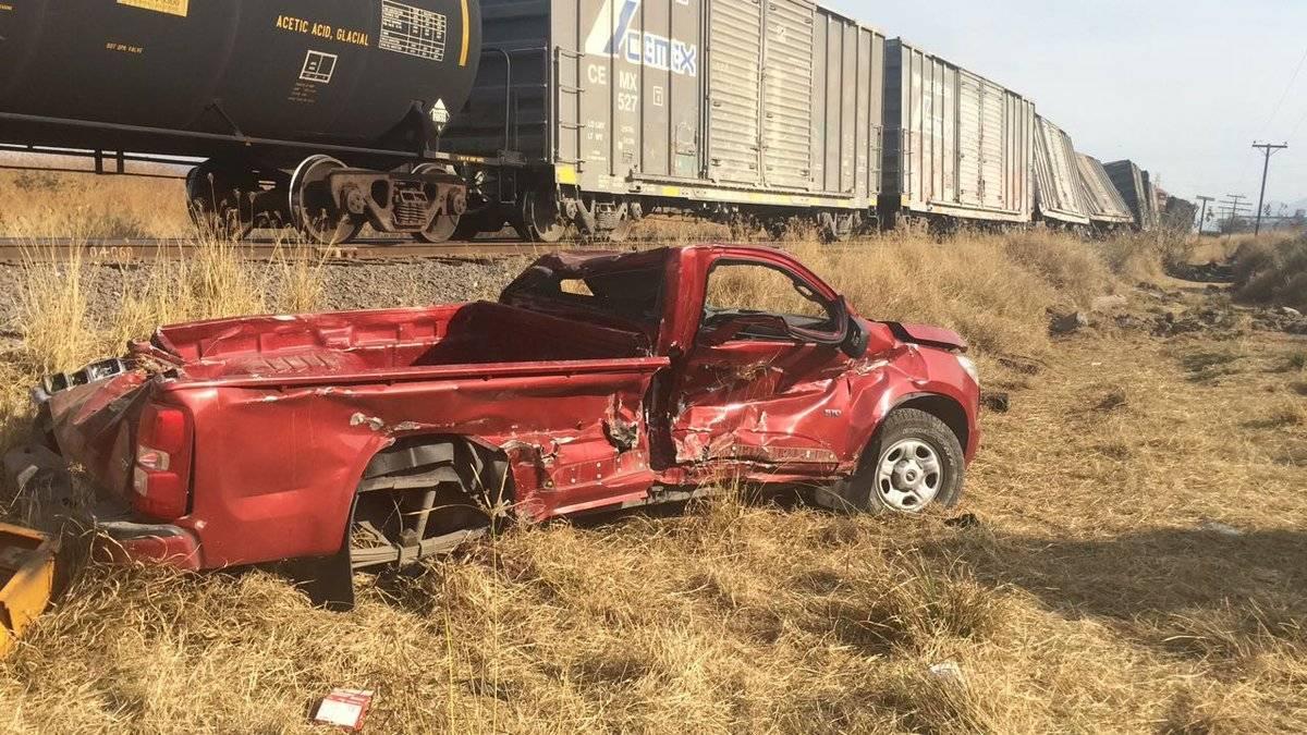 Dos choques del tren contra camionetas; cinco muertos y 18 heridos