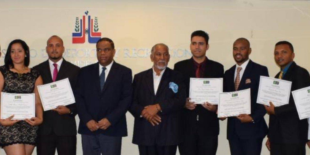 ACD juramenta a 10 nuevos miembros