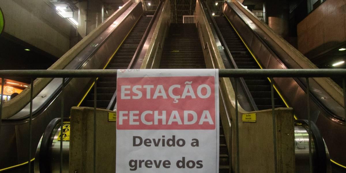 Funcionários do Metrô orientam passageiros a usar outras opções de transporte