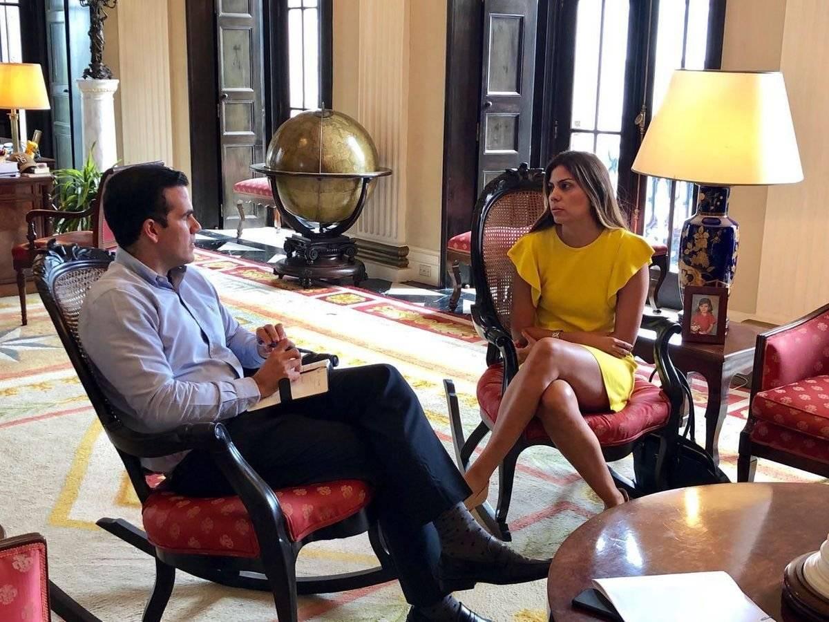Adriana Sánchez Parés, nueva secretaria del Departamento de Recreación y Deportes se reúne con el gobernador Ricardo Rosselló.