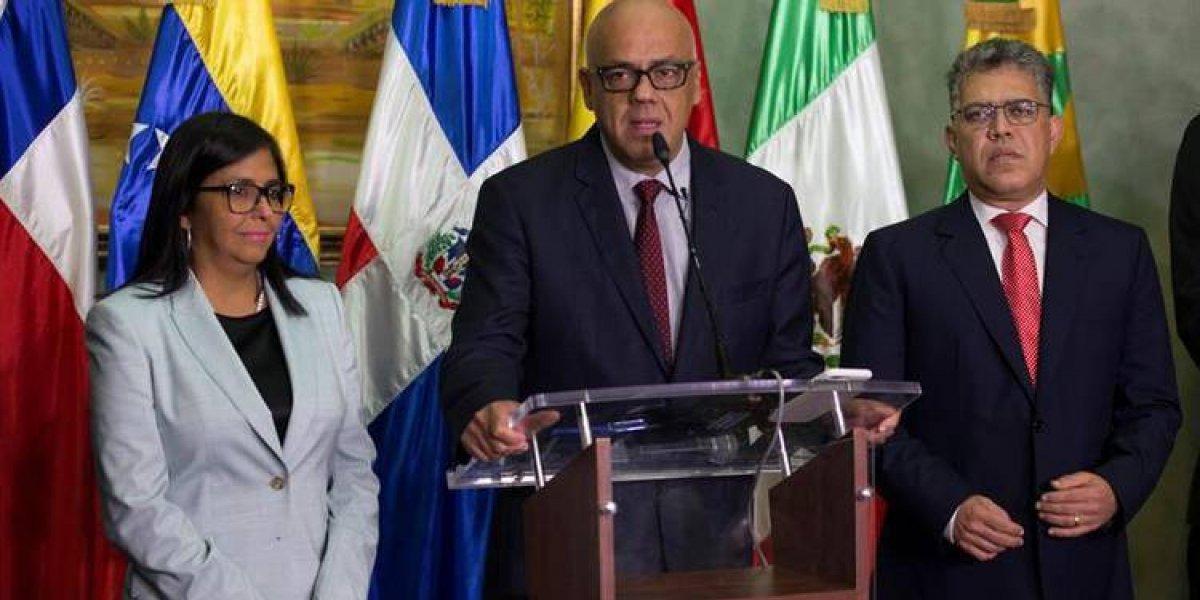 Delegación del Gobierno venezolano en el diálogo viaja hoy a RD