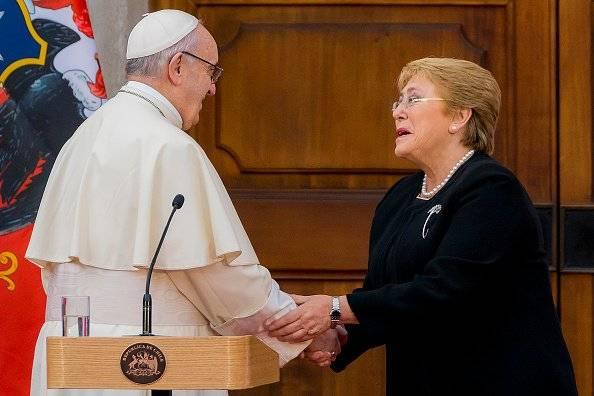 El Papa Francisco, con la presidenta Michelle Bachelet
