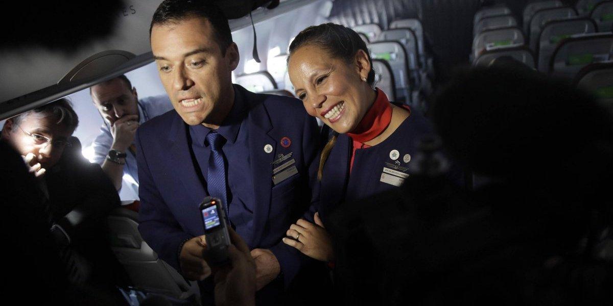 Francisco casa a pareja en avión papal en Chile