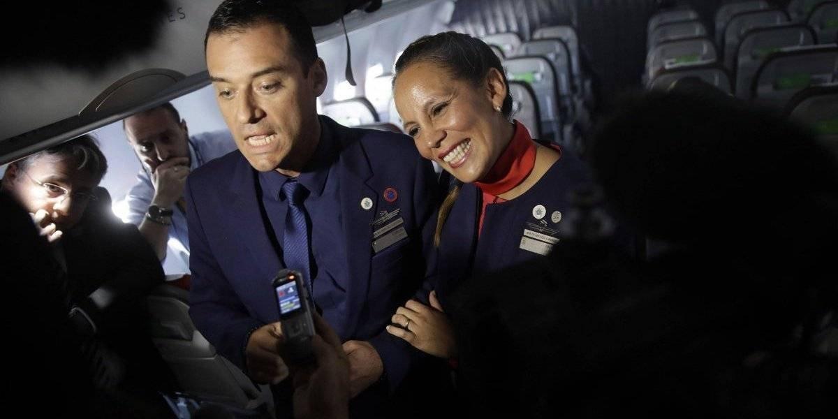 Papa Francisco casa a pareja en avión papal en Chile
