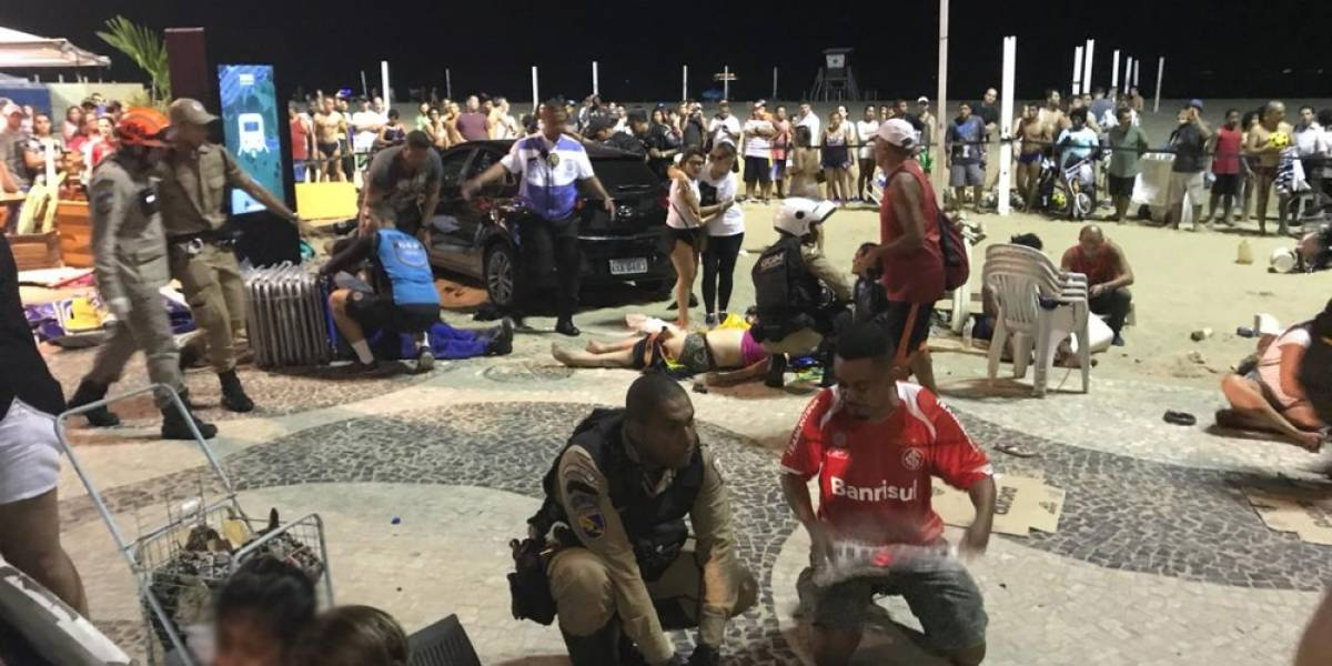 Carro desgovernado invade calçada em Copacabana e atropela multidão