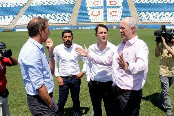 José María Buljubasich y Juan Tagle encabezan las negociaciones por los jugadores que solicitó el DT Beñat San José / Foto: Agencia UNO