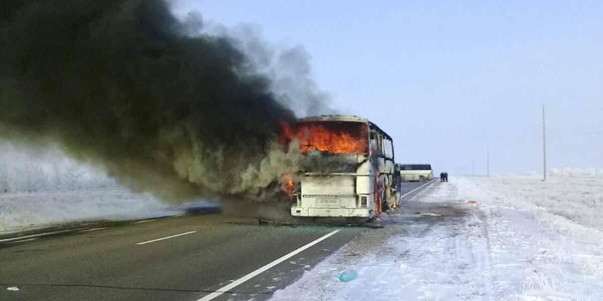 Mueren 52 personas tras incendiarse un autobús en Kazajistán