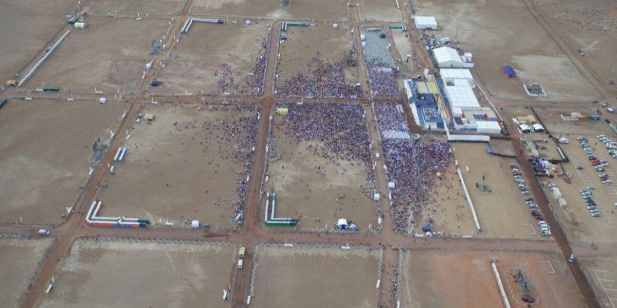 Papa con bajo rating en Iquique: imagen aérea muestra poca asistencia a misa en Playa Lobito