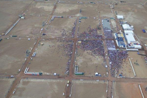 Fieles esperan al Papa en Playa Lobito en Iquique