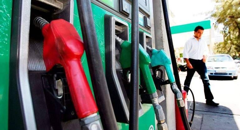 Maduro aumenta 150% el salario mínimo ante descontrolada inflación