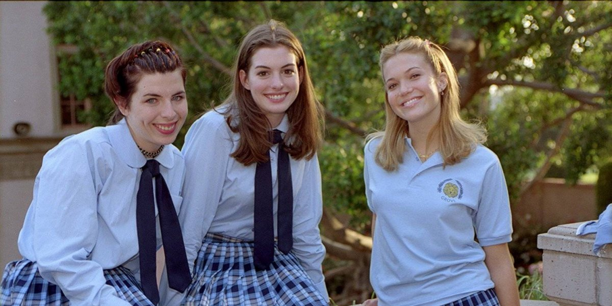 "Actriz de ""The Princess Diaries"" se compromete con su novia"