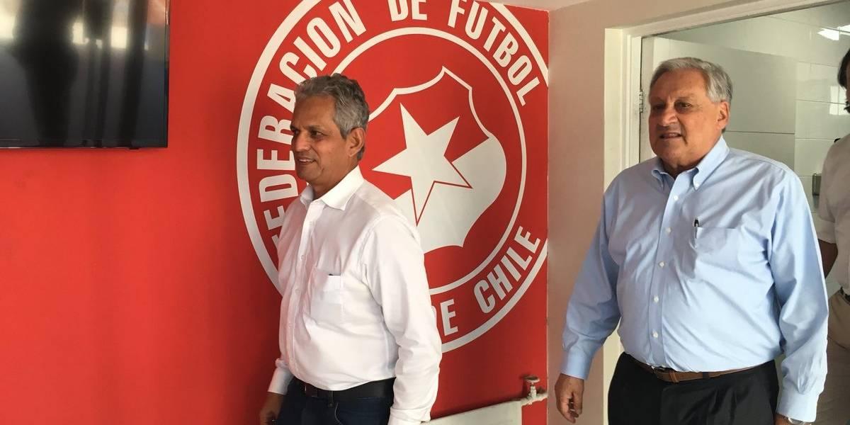Se empapa con la Roja : Reinaldo Rueda conoció el camarín de la Selección y Juan Pinto Durán