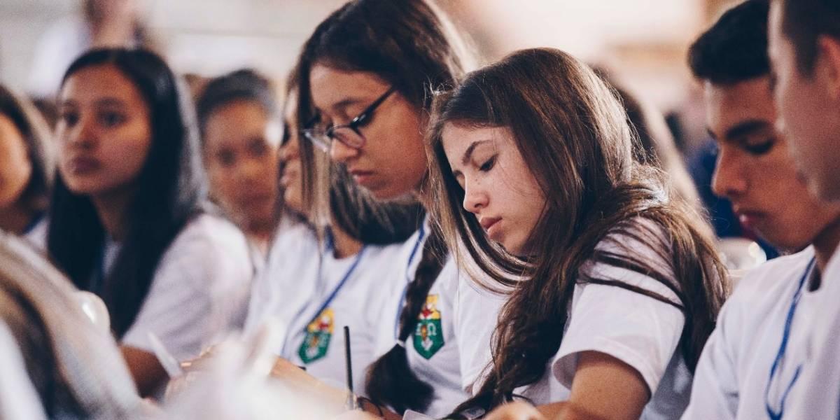 La educación básica en Colombia no es universal, señala informe de la OCDE