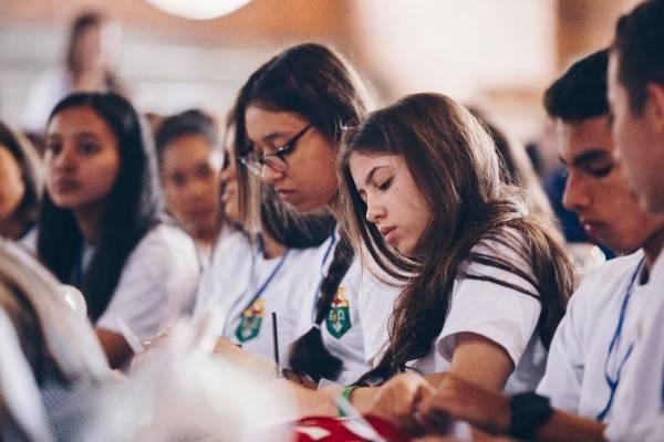 Estudiantes colegios oficiales Medellín
