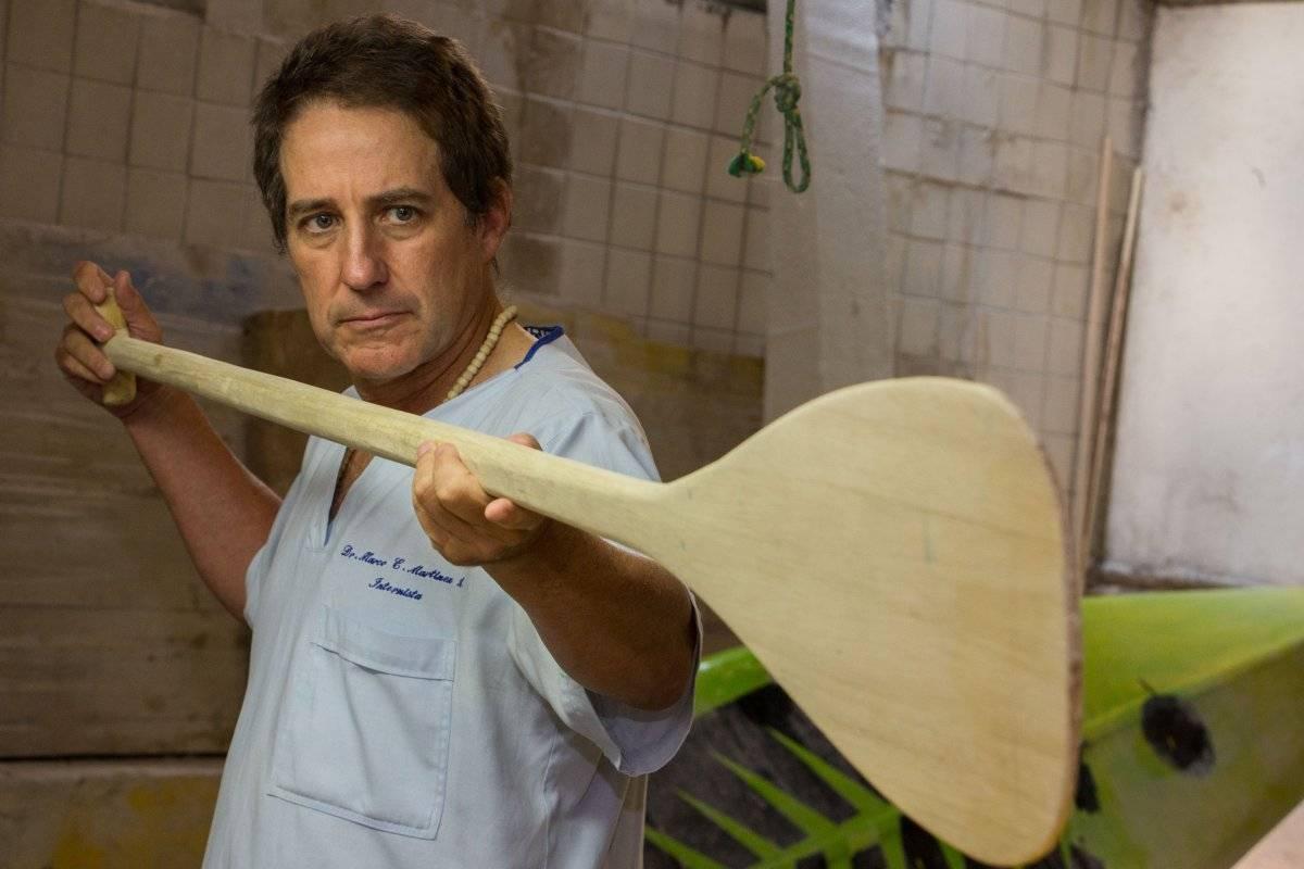 Con artesanos del Pacífico y del Darién, Marco empezó a construir las tablas y los remos. Foto: Hroy Chávez