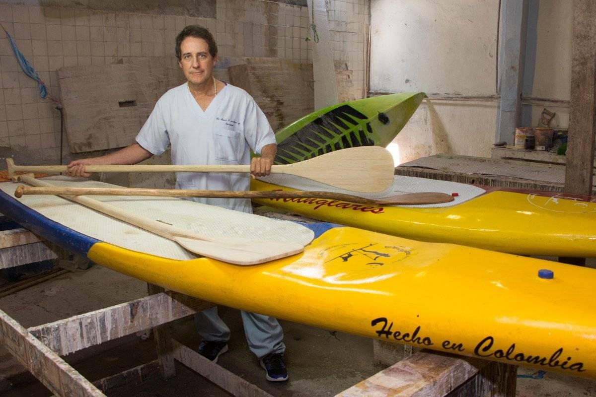 Cuando descubrió el paddleboarding, Marco importó una tabla. Luego la desbarató y empezó a fabricar otras con su marca. Foto: Hroy Chávez