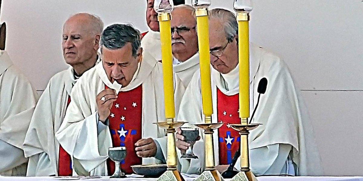 Respaldo de Francisco a obispo Barros: víctimas de Karadima piden a Benedicto XVI de regreso e ironizan con pruebas de encubrimiento