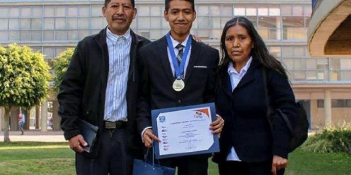 Joven mixteco gana medalla de oro en Olimpiada Universitaria del Conocimiento de la UNAM