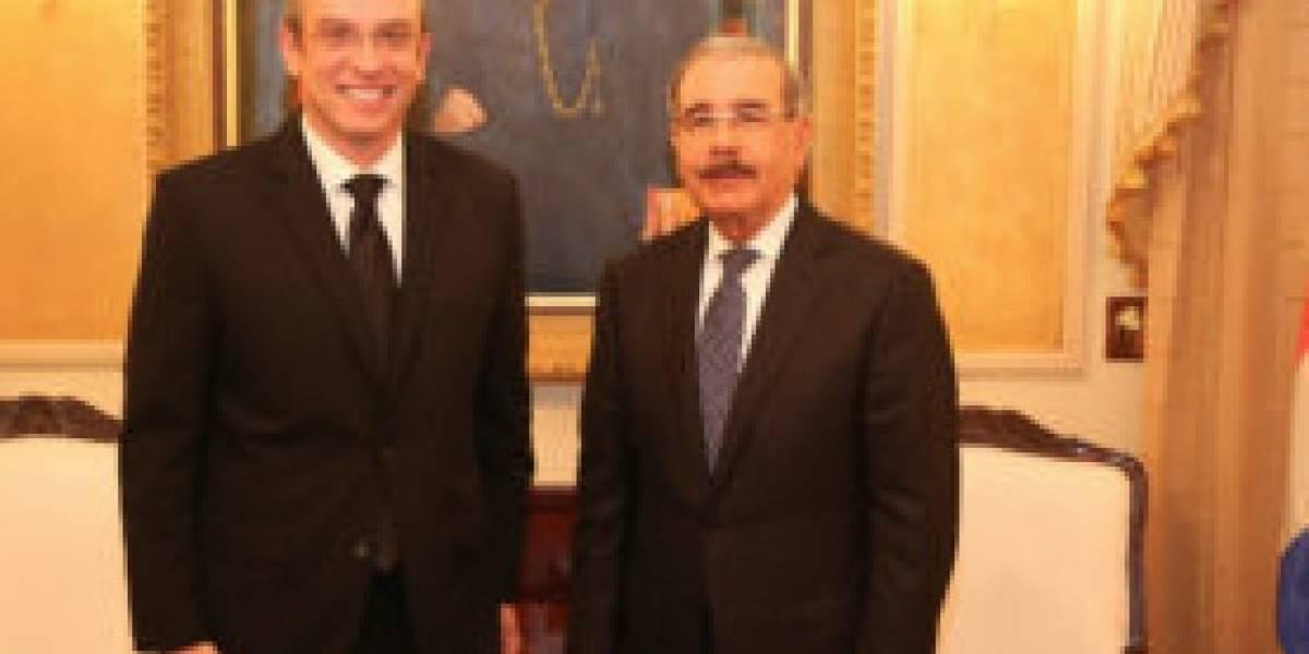 Reciben a García Padilla en el Palacio Nacional