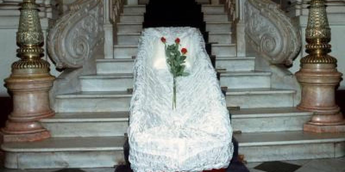 Mujer embarazada muere y 'da a luz' cuando la iban a enterrar