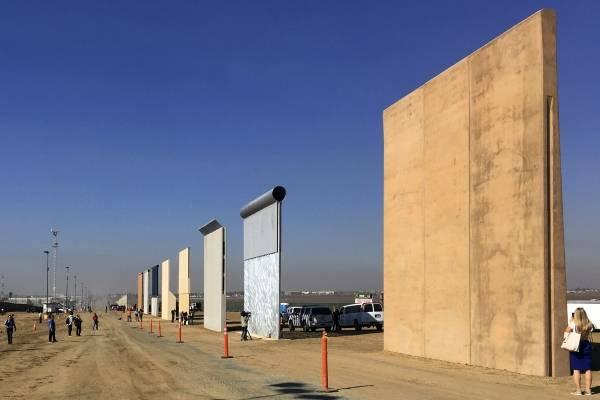 Prototipos del muro fronterizo entre México y Estados Unidos