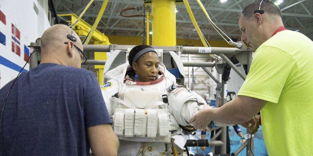NASA retira a astronauta de raza negra de misión espacial