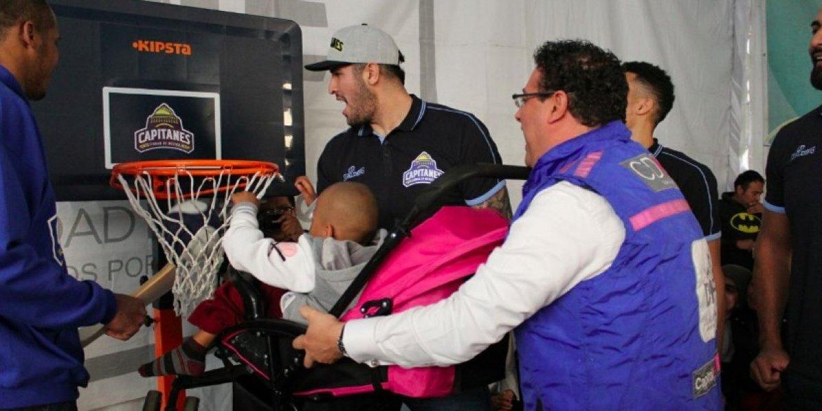Los Capitanes de la CDMX visitan a niños con cáncer