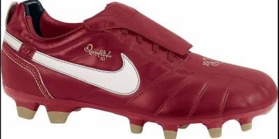 O modelo Tiempo Ronaldinho foi lançado em 2007. Segundo o fabricante, as cores Vermelha, branca e dourada representam força, inspiração e alegria | Reprodução