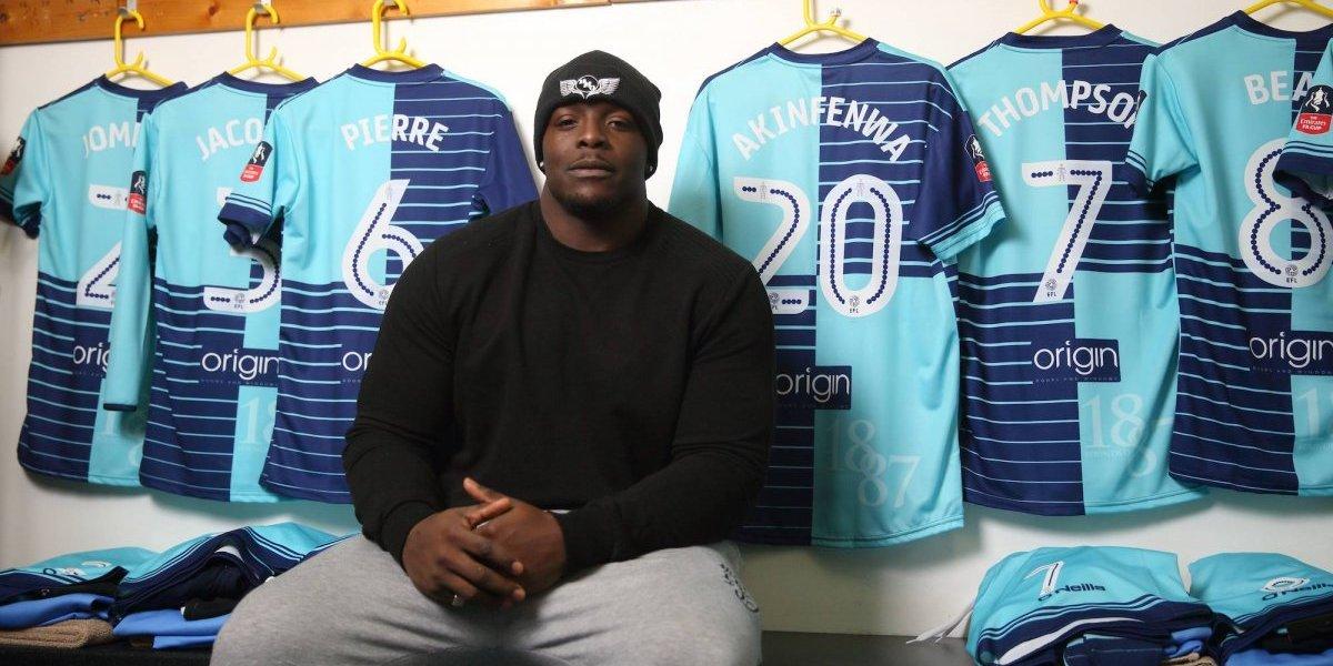 Adebayo Akinfenwa se niega a ser jugador del Chelsea