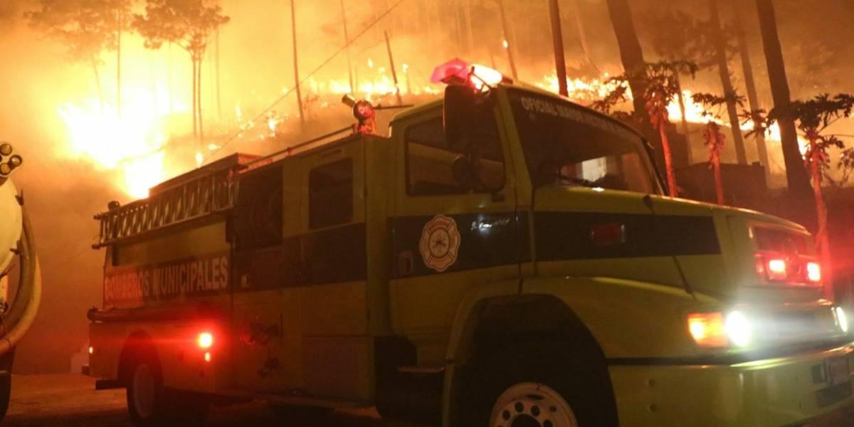 EN IMÁGENES. Incendio forestal de grandes proporciones en ruta al Pacífico