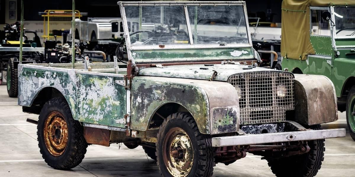 """Restaurando un 4x4 original """"perdido"""" Land Rover celebra sus 70 años"""